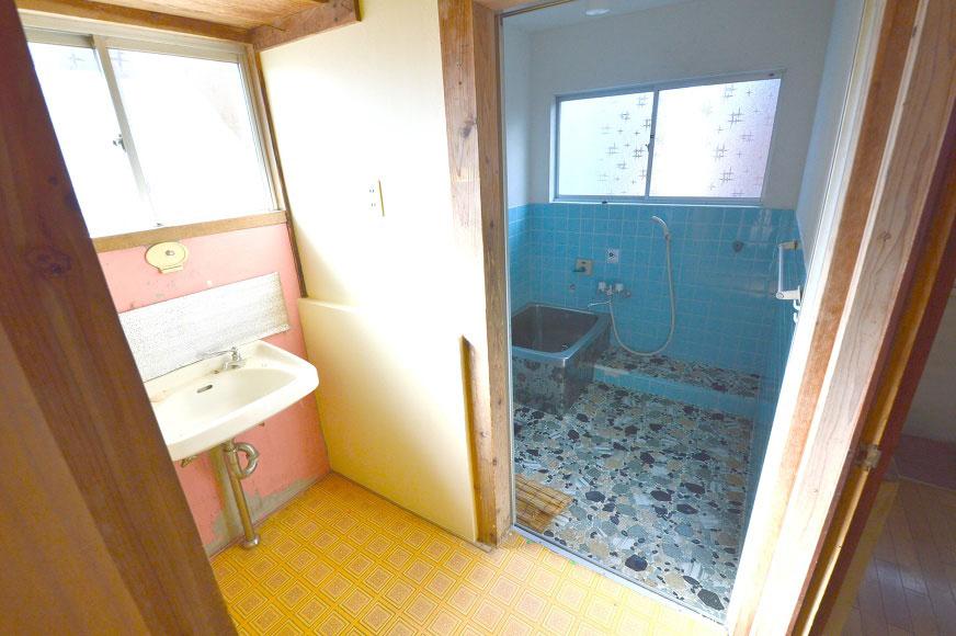 宿毛市賃貸戸建て-洗面台とお風呂