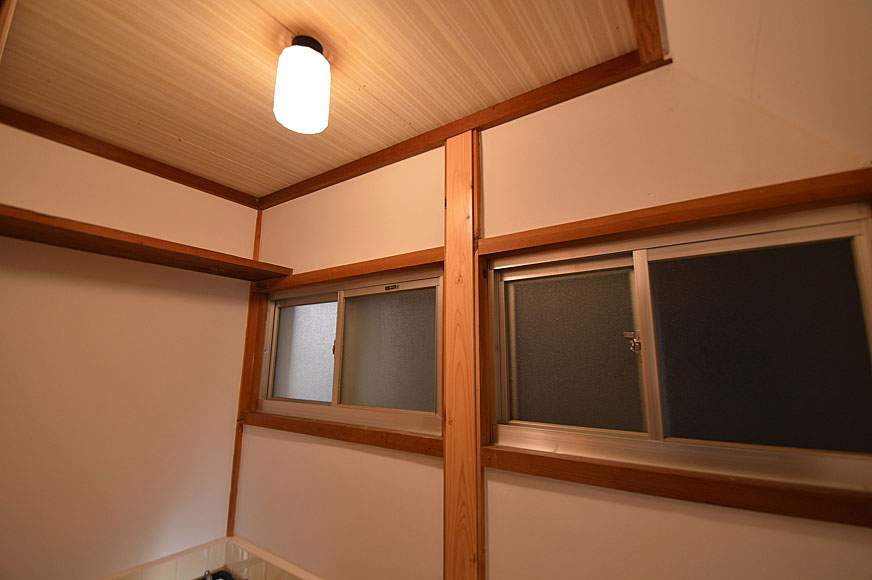 宿毛市賃貸アパート-照明と窓