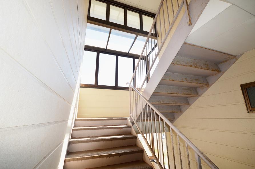 宿毛市賃貸-アパート-階段を上って