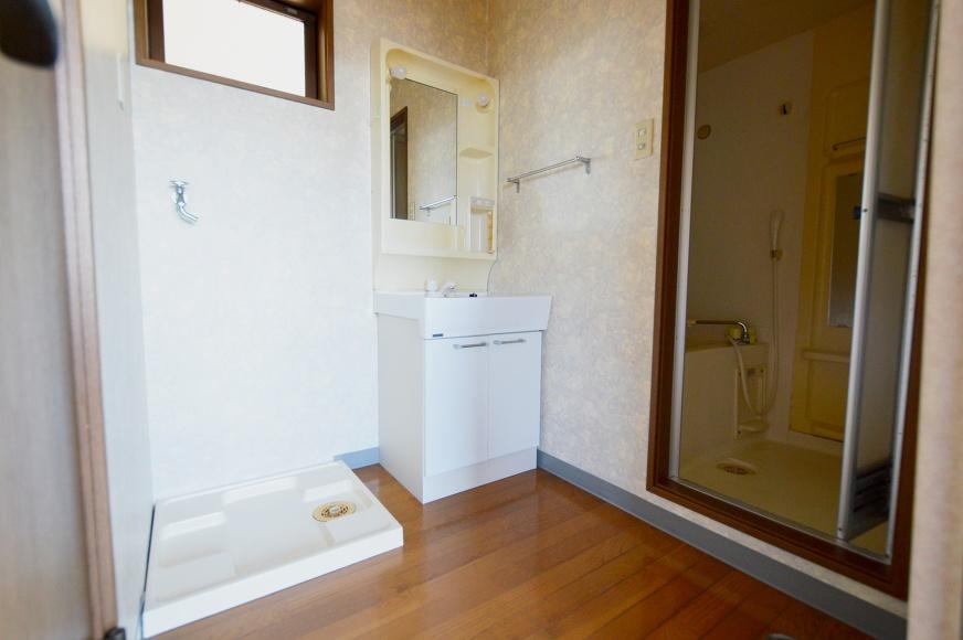 宿毛市賃貸-アパート-室内洗濯機置き場と洗面台