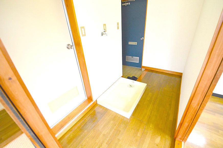 室内から見た玄関回り