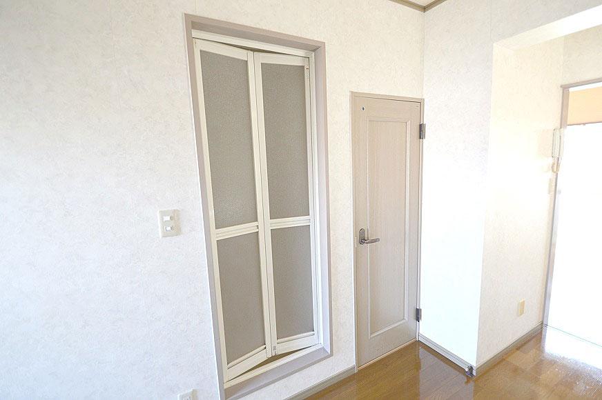 宿毛市賃貸マンション-左扉がお風呂で右がトイレです。