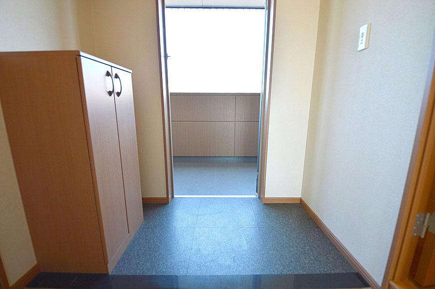 宿毛市賃貸マンション-中から見た玄関です。