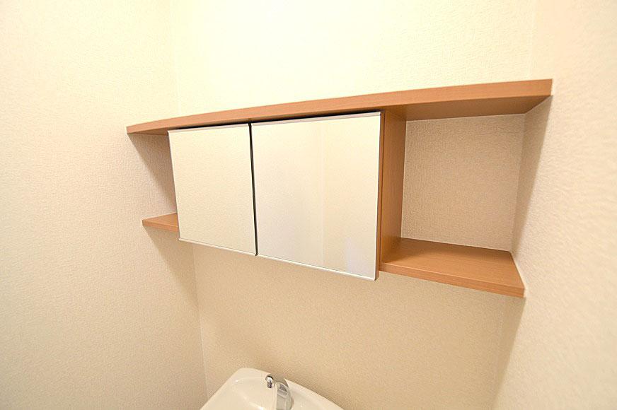 宿毛市賃貸マンション-鏡付きペーパー収納棚