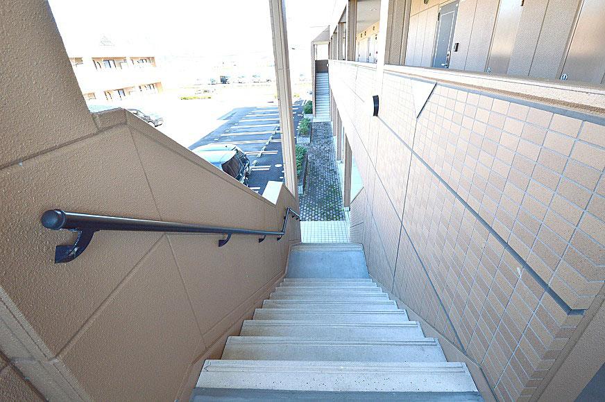 宿毛市賃貸マンション-手摺り付き階段