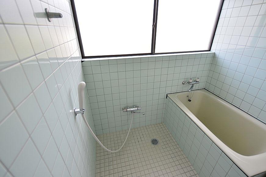 お風呂の窓広いですね(*^▽^*)