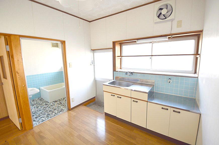 キッチンからお風呂場(類似物件のものです)