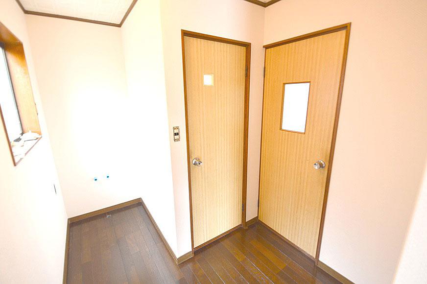 左からトイレです。