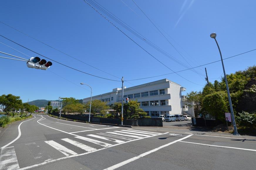 片島中学校まで約250m
