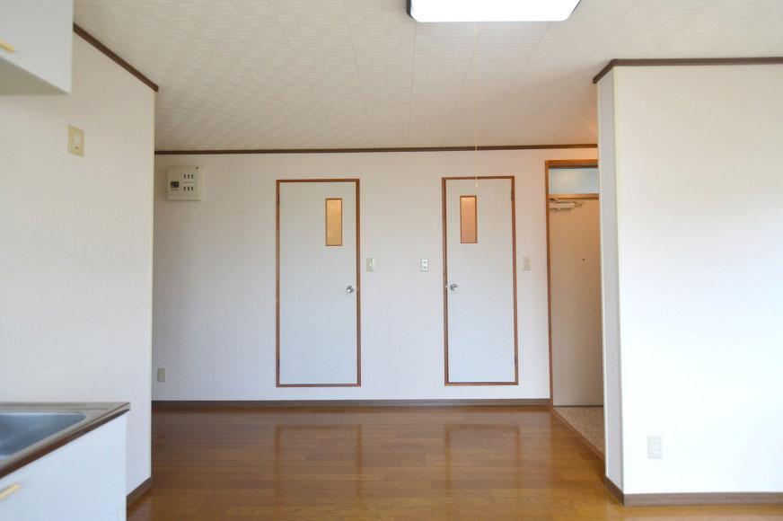 右がトイレで左がバスルームです!