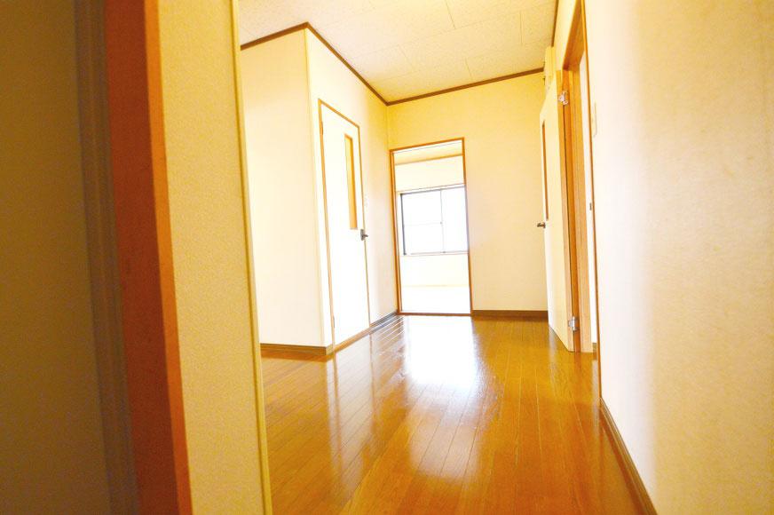 玄関からの室内