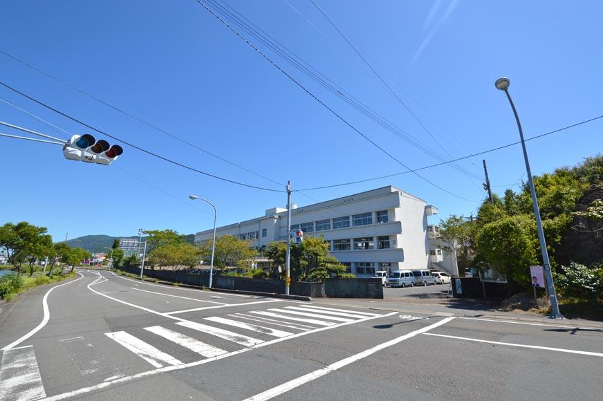 片島中学校まで約450m