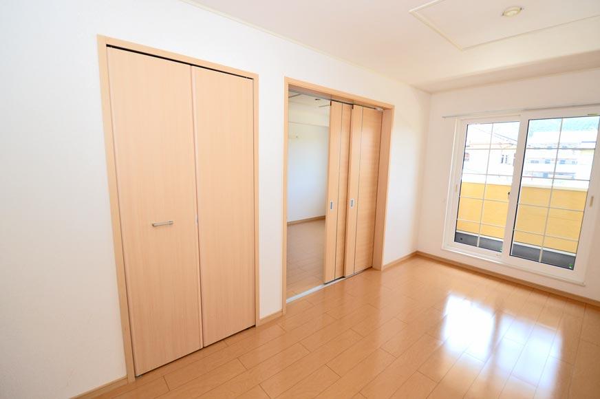 LDK収納と隣の洋室