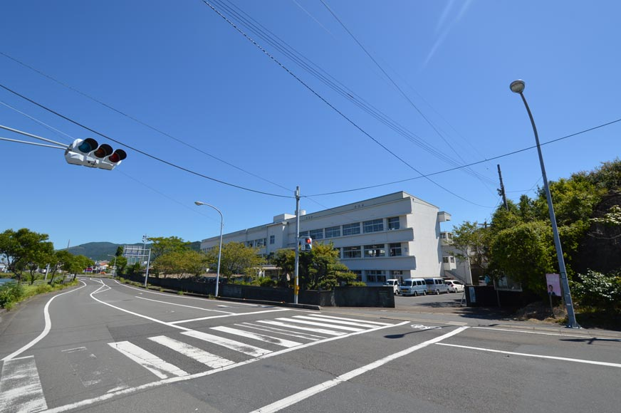 片島中学校まで約380m