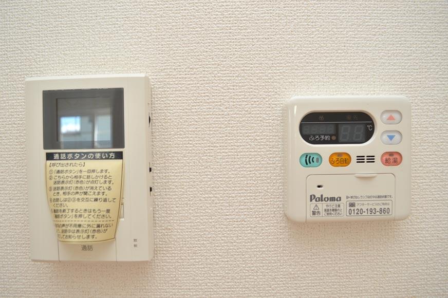 カラーモニターホンと給湯器リモコン