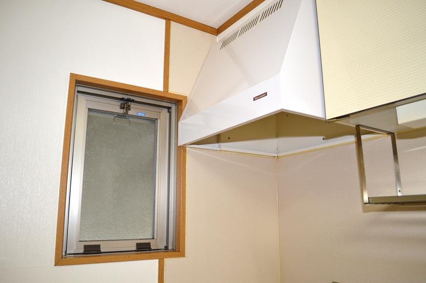 換気扇と小窓