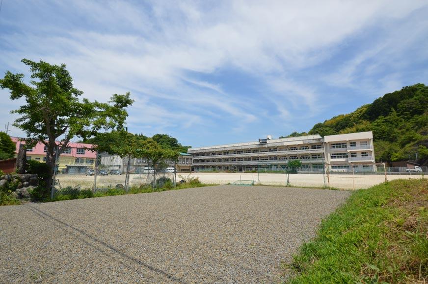 大島小学校まで約1キロ